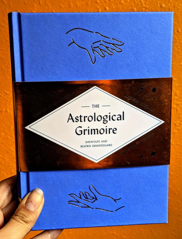 The Astrological Grimoire: Timeless Horoscopes, Modern Rituals, and Creative Altars for Self-Discovery
