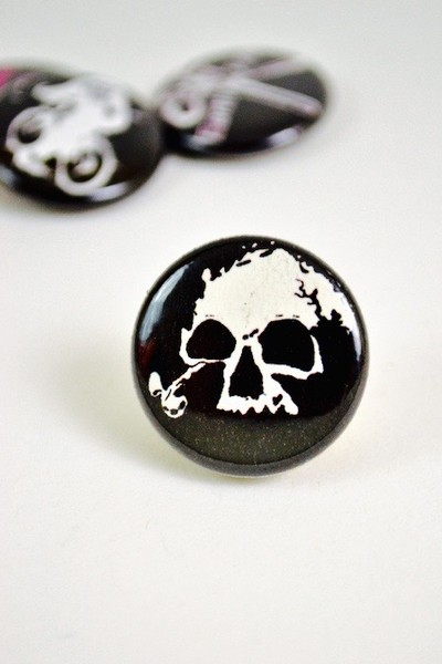 Button Skull blowup
