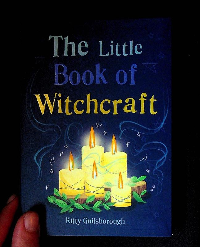 The Little Book of Witchcraft: Explore the ancient practice of natural magic and daily ritual (blue)